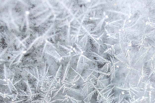窓の上の霜