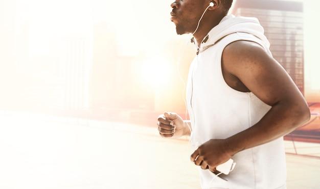 黒人男性のジョギング