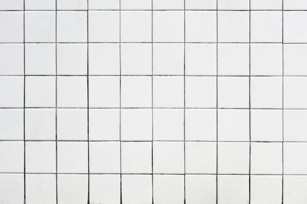 白いバスルームのタイル
