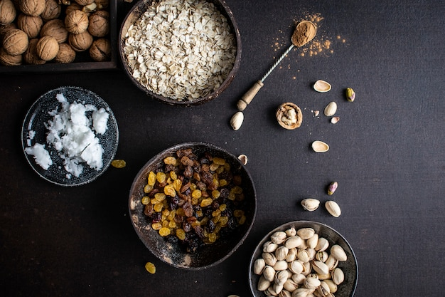 焼きナッツ、オート麦、焼きレーズン