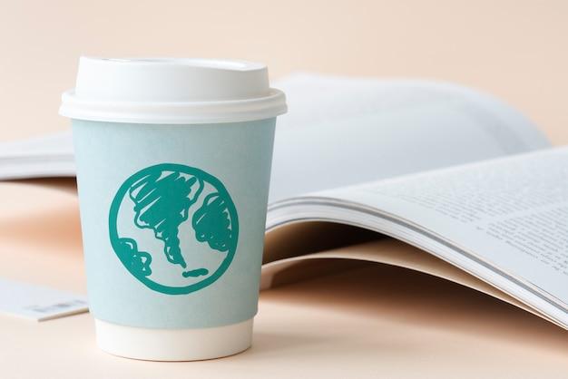 紙コップに描かれた緑の地球