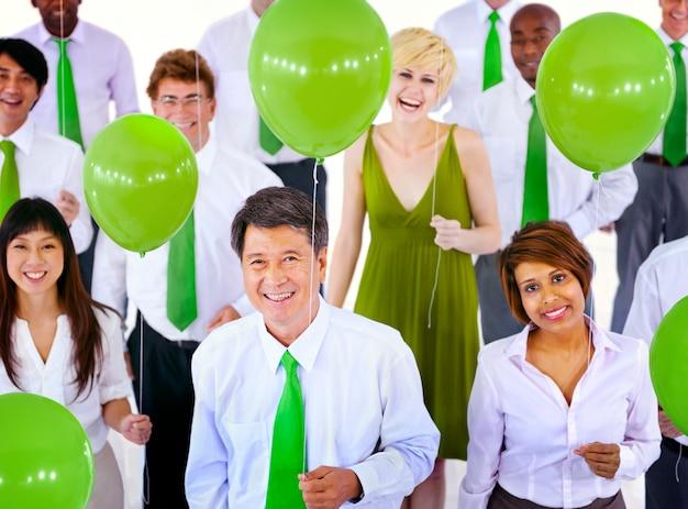 多様なビジネス人々のグループ