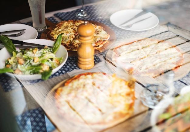 ピザパーティーレストランイタリア料理のコンセプト