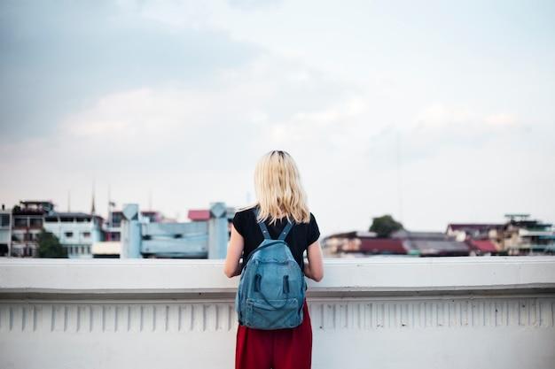 Сольная женщина-путешественница