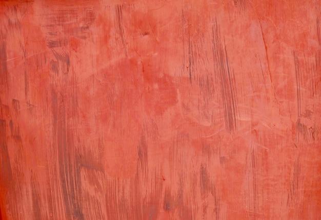 金属製の壁に抽象的な赤いペイントストローク