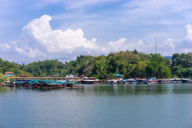 タイのウォーターフロントコミュニティ