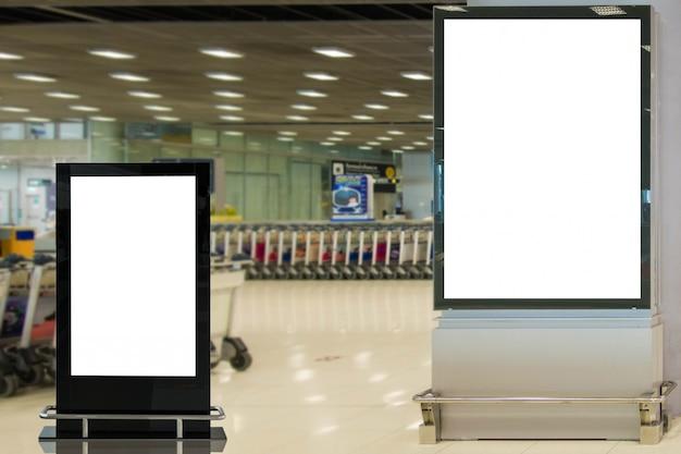 Макет пустой рекламный щит в аэропорту