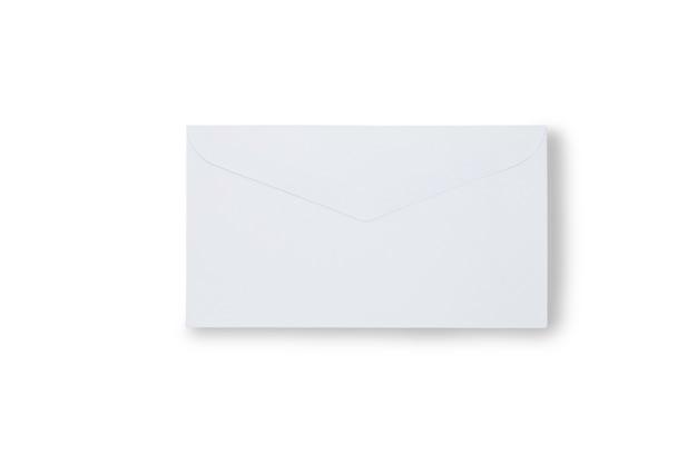 白で隔離される紙の封筒