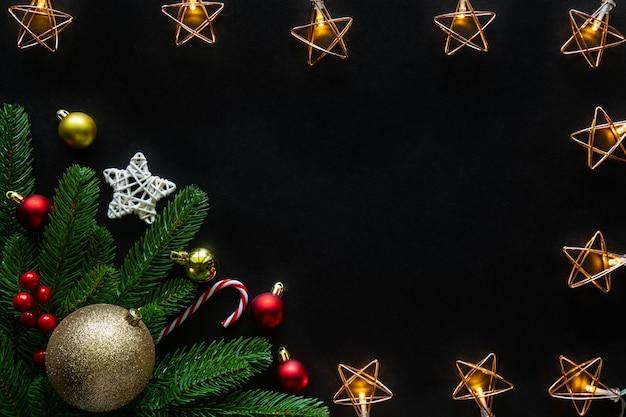 Рождественские и новогодние праздники фон украшен дом темой.