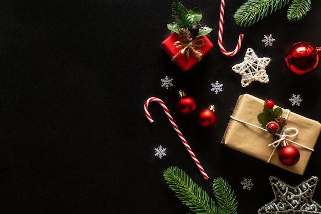 クリスマスと新年の休日の背景には、家のテーマが飾られています。