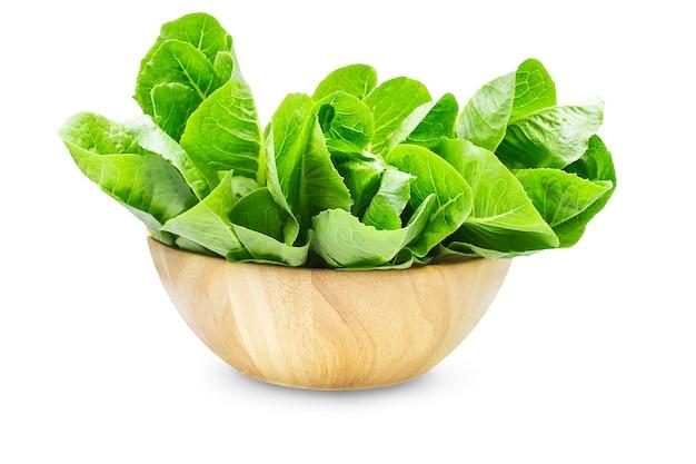 Сырой органический салат ромейн в деревянной миске
