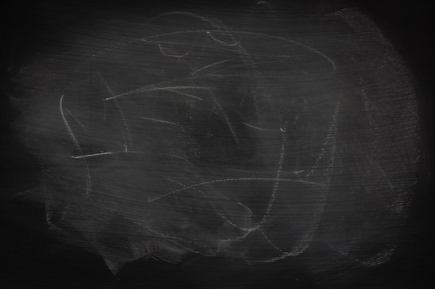黒グランジ汚れた質感の抽象的なチョークは、黒板や黒板の背景にこすった。