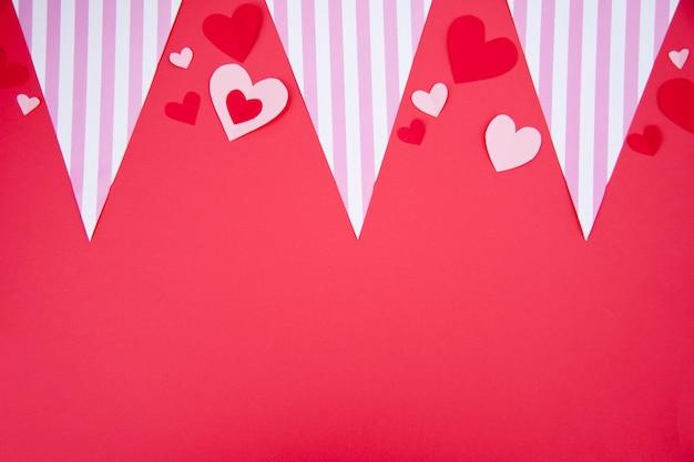 Празднование дня святого валентина на красном фоне