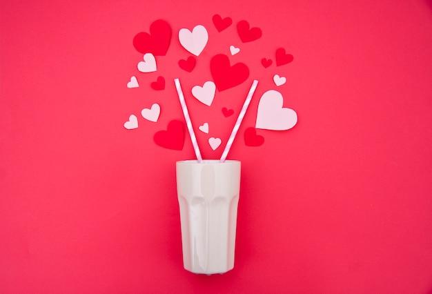 Молочный коктейль для двоих - концепция святого валентина