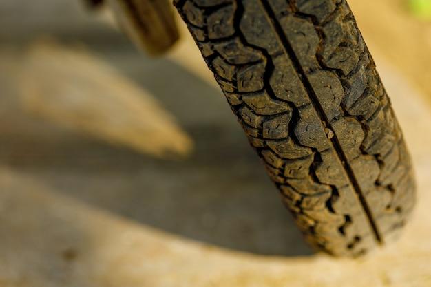 Крупный план, старые шины для мотоциклов