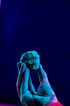 手の色、インドの祭りホーリー
