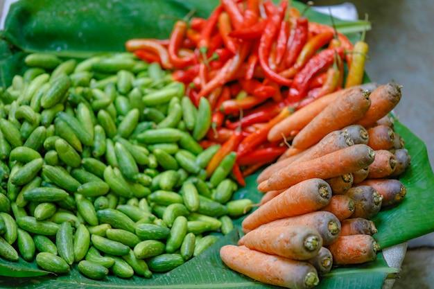 インド市場での新鮮野菜店