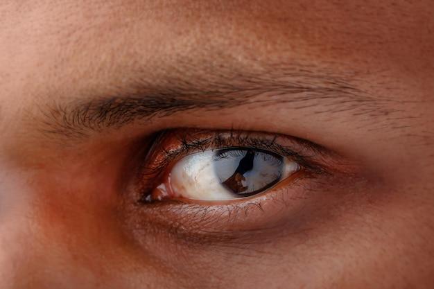 人間の目のクローズアップ