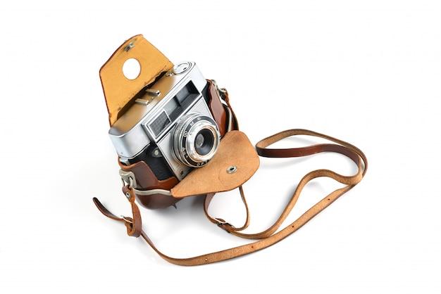 白い背景の上の古いビンテージカメラ。