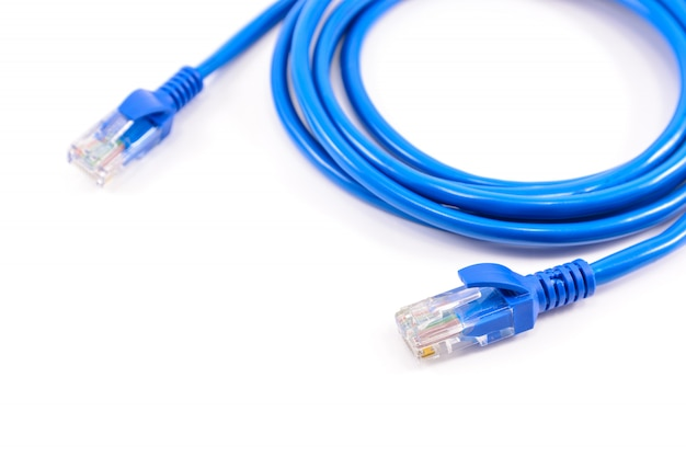 青いネットワークケーブル