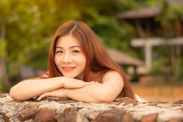 アジアの女性は笑顔です