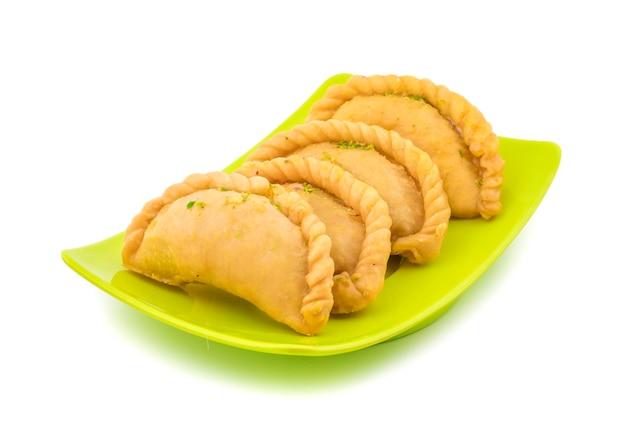 インドの甘い食べ物グジヤ