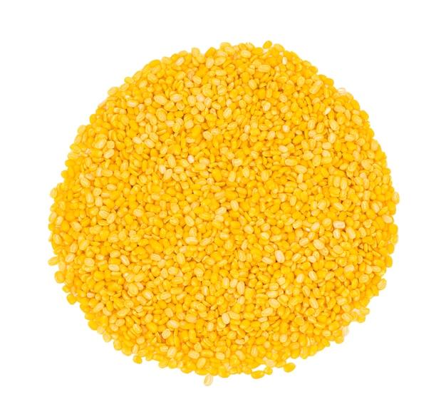 白い背景の上の黄色の分割ダル