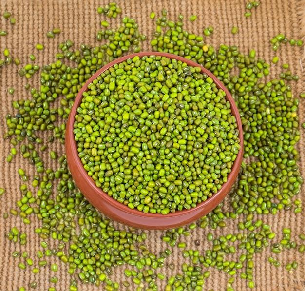 Зеленые бобы мунг