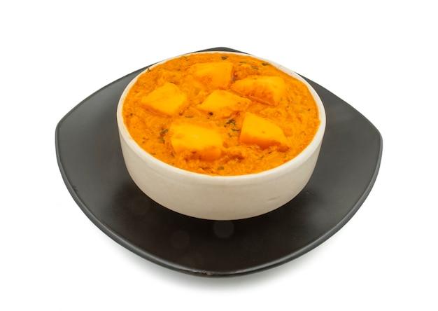 インドの人気ベジタリアン料理チーズバターマサラ