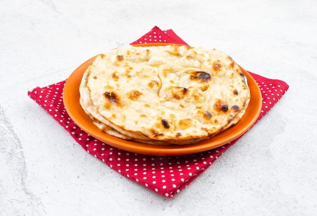 インド料理タンドリーロティ全粒小麦フラットブレッド