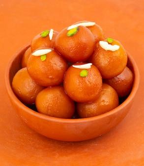インドの人気デザートグラブジャムン