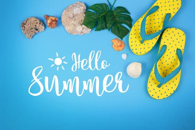 こんにちは、青の背景に夏のテキスト