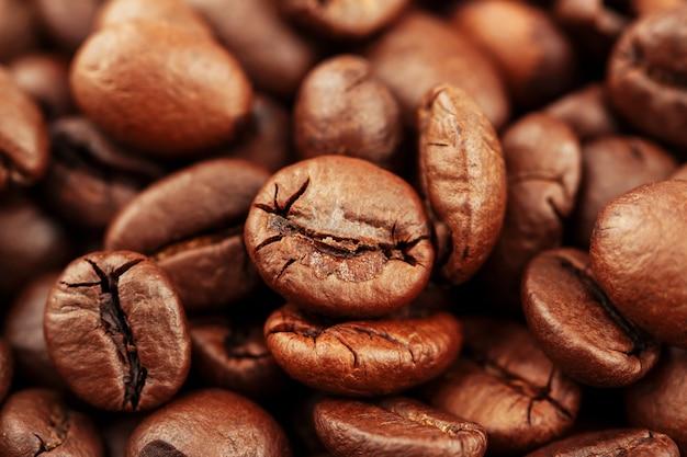 背景の選択と集中とコーヒー豆のクローズアップ