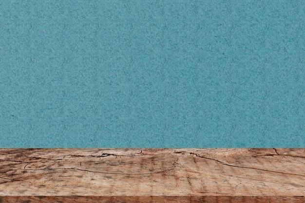 あなたの製品のモンタージュのための緑の背景と空の視点木の板テーブルトップ
