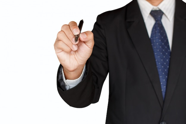 Деловой человек держит ручку на белом фоне