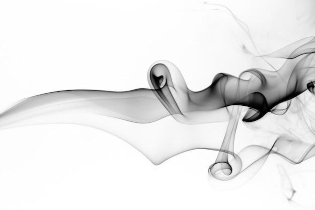 白い背景に黒い煙の動きの有毒