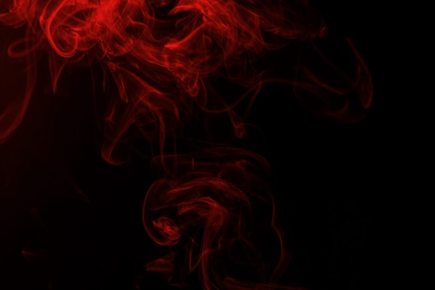 黒の背景に赤い煙概要