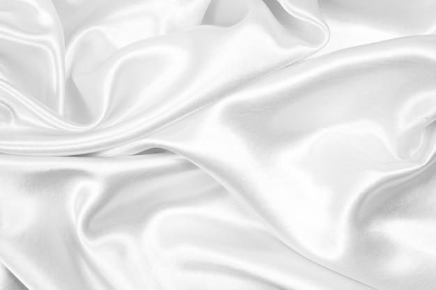ホワイトシルクの質感の豪華なサテン