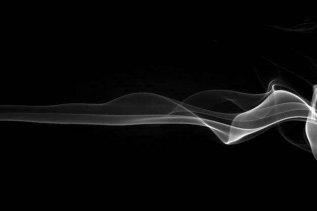 白地に黒の煙