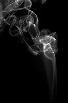 黒い背景に白い煙抽象火災