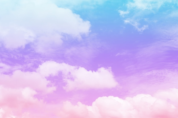 背景、柔らかい色、パステルカラーのカラフルな雲と空の抽象的な美しいヴィンテージ