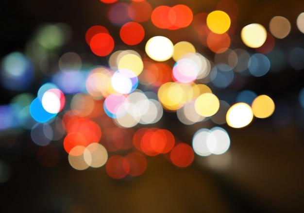 カラフルなボケ光の抽象的な背景、ぼやけたぼかし、闇