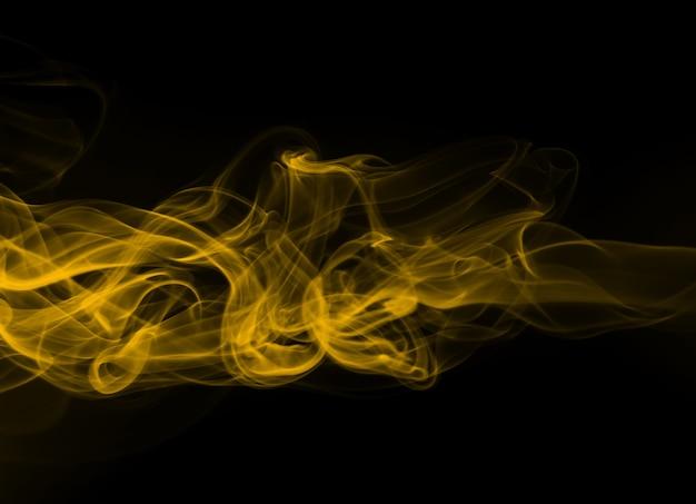 黒の背景、火のデザインに黄色い煙抽象