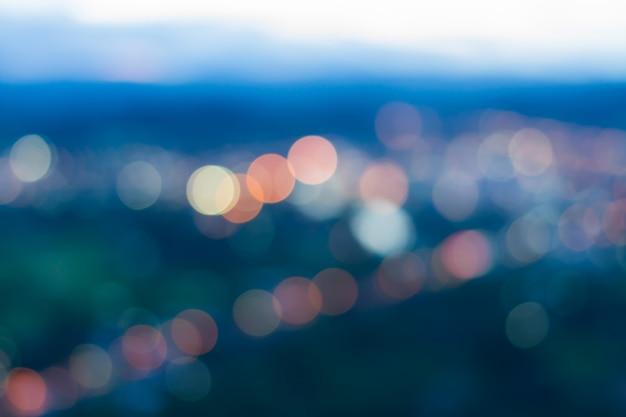 カラフルなボケ味の光の抽象的な背景の建物