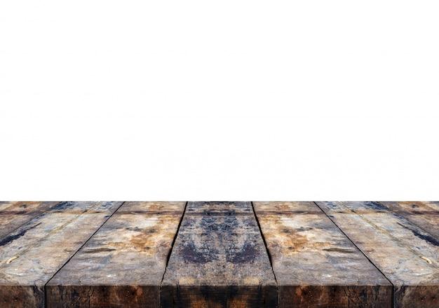 白い背景の空の茶色の古い木製テーブルトップ。製品のモンタージュ