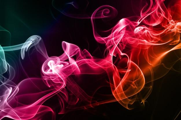 黒背景に抽象的なカラフルな煙