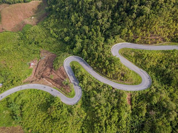 山の空撮道路