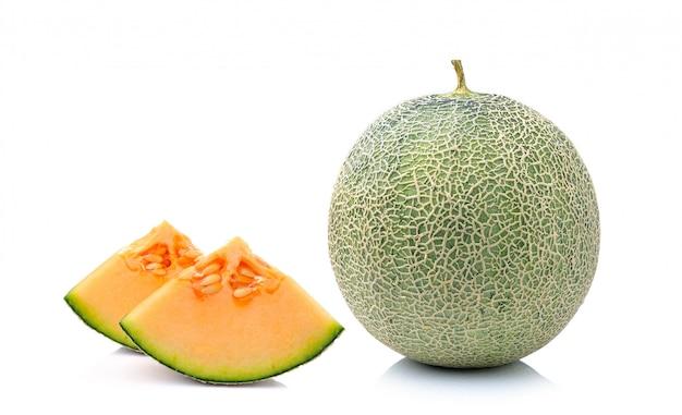 ホワイトスペースで分離されたハイビスカスフヨウまたはローゼル果物