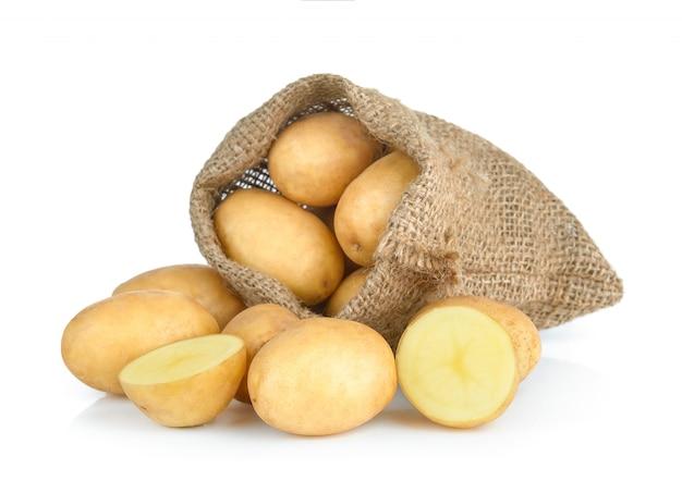 ホワイトスペースに分離された袋のジャガイモ