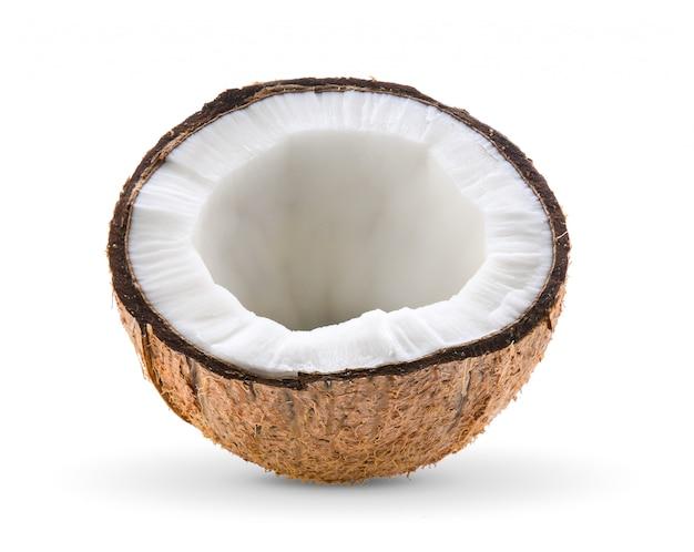Половина кокоса, изолированные на белом